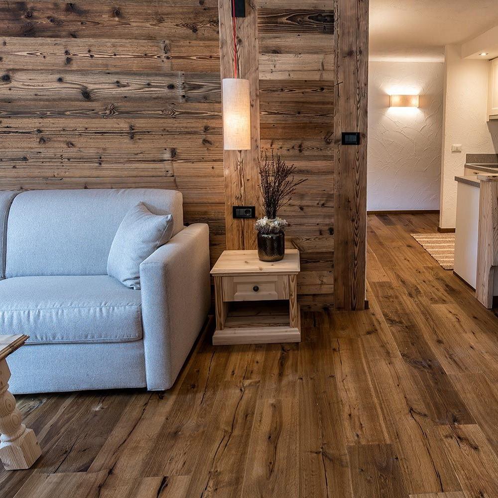 Parquet pavimento in legno rovere affumicato piallato a for Feltrini sedie per parquet