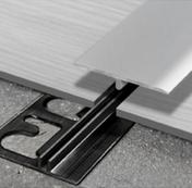 Stock di magazzino %%% Progress Profiles Profilo di giunzione SOL 30P PNSPAA 3046 in alluminio anodizzato e Base PINBFT 3646, giunto di dilatazione perimetrale di raccordo tra pavimentazioni in vinile (LVT), 4-6/30x2700mm