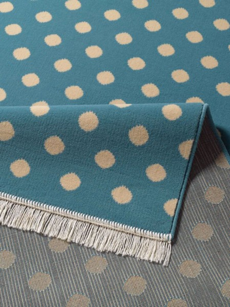 design velours teppich polka dot mit fransen 140x200 cm. Black Bedroom Furniture Sets. Home Design Ideas