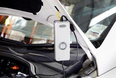 4A Mehrstufiger vollautomatischer SmartCharger RESC604 - Batterieladegerät von Ring Automotive  – Bild 4