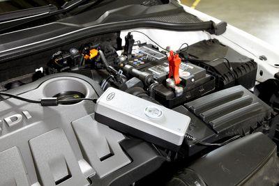 4A Mehrstufiger vollautomatischer SmartCharger RESC604 - Batterieladegerät von Ring Automotive  – Bild 3