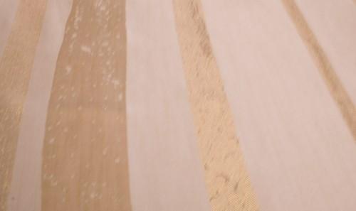 Übergardinenstoff in Dunkelem Cream - Gold Ton mit Breiten Goldenen streifen – Bild 3