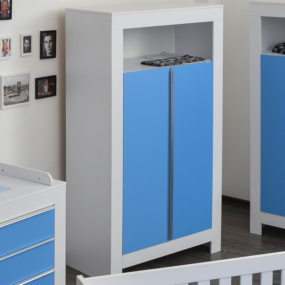 kleiderschrank 2 t rig felix in wei mit blauen schrankt rfronten baby m bel kleiderschr nke. Black Bedroom Furniture Sets. Home Design Ideas