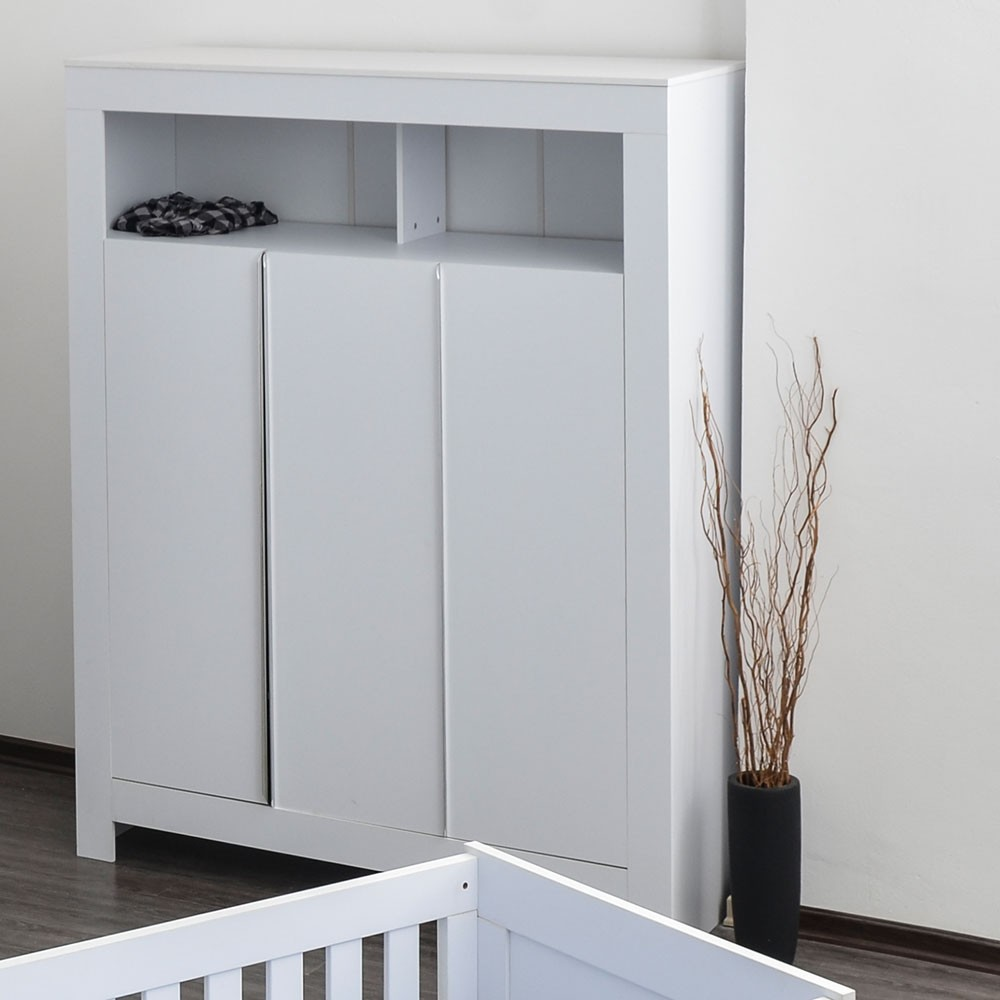 kleiderschrank 3 t rig felix in reinem wei baby m bel. Black Bedroom Furniture Sets. Home Design Ideas