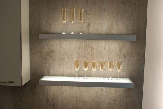 3er-Set LED Wandregal beleuchtet - Glasbodenleuchte Edelstahloptik 90cm, neutralweiß, mit 2m Kabel und Schalter – Bild 5
