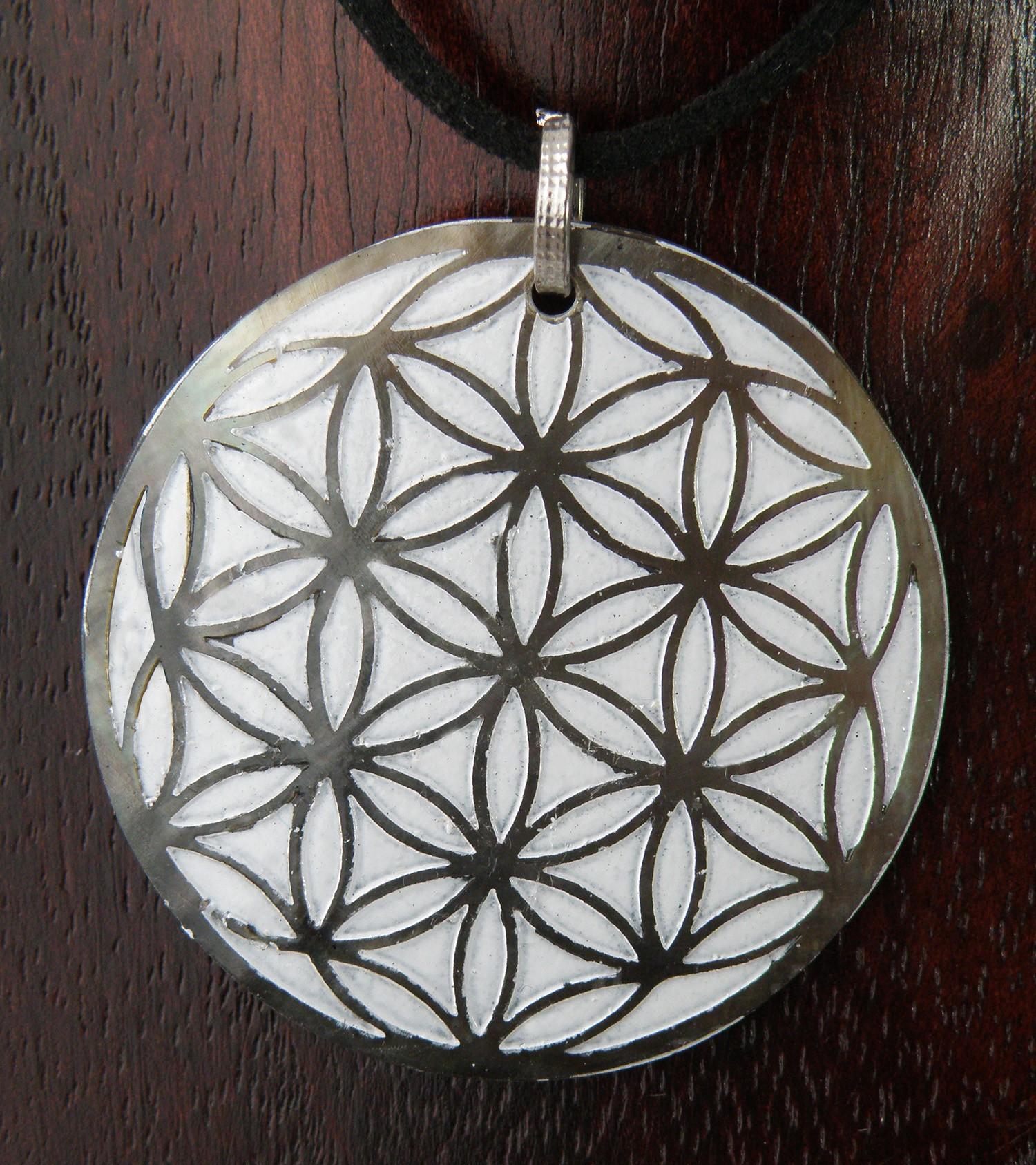Perlmutt-Kette Blume des Lebens auf weißem Grund 4 cm Halskette Symbol-Schmuck – Bild 1