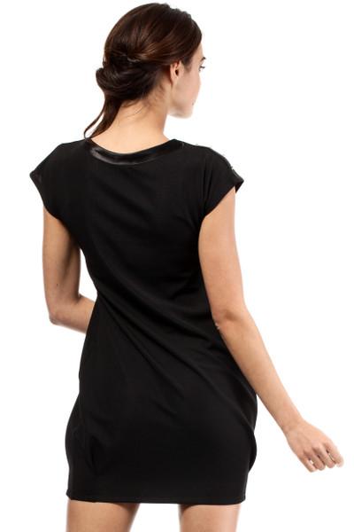 Clea Weibliches und tailliertes Mini-Kleid ohne Ärmel