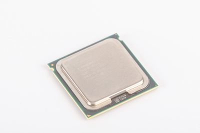 INTEL XEON E5335 SLAC7 Quad Core CPU 4x 2.0 GHz / 8 MB L2 / 1333 MHz FSB / Socket 771