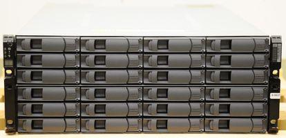 NetApp DS4243 Disk Shelf 24x 450 GB X411A 15K SAS Festplatten, 2x IOM3, 4x Netzteil