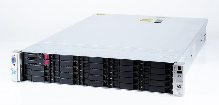 HP ProLiant DL380e Gen8 Storage Server 2x Xeon E5-2450L 8-Core 1.80 GHz, 16 GB DDR3 RAM, 2x 300 GB SAS 10K – Bild 1
