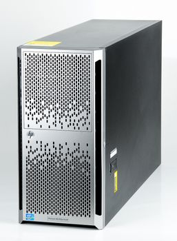 HP ProLiant ML350p Gen8 Server 2x Xeon E5-2670v2 10-Core 2.50 GHz, 16 GB DDR3 RAM, 2x 300 GB SAS 10K - Tower – Bild 1