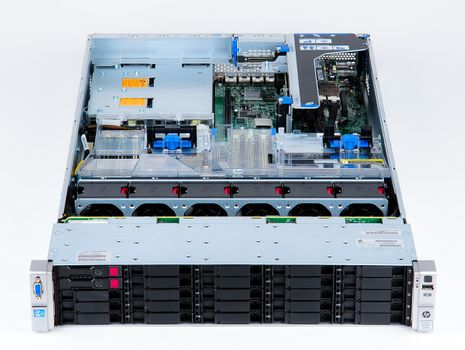 HP ProLiant DL380e Gen8 Storage Server 2x Xeon E5-2403 Quad Core 1.80 GHz, 16 GB DDR3 RAM, 2x 300 GB SAS 10K – Bild 4