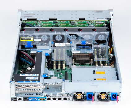 HP ProLiant DL380e Gen8 Storage Server 2x Xeon E5-2403 Quad Core 1.80 GHz, 16 GB DDR3 RAM, 2x 300 GB SAS 10K – Bild 5
