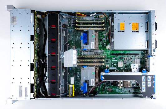 HP ProLiant DL380e Gen8 Storage Server 2x Xeon E5-2403 Quad Core 1.80 GHz, 16 GB DDR3 RAM, 2x 300 GB SAS 10K – Bild 9