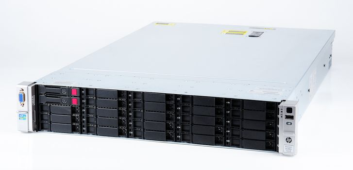 HP ProLiant DL380e Gen8 V2 Storage Server 2x Xeon E5-2470v2 10-Core 2.40 GHz, 16 GB DDR3 RAM, 2x 300 GB SAS 10K – Bild 1