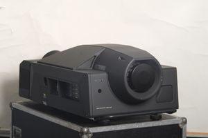 Sony SRX-T110 4K Projektor Objektiv inklusiv – Bild 1