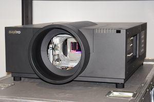 Sanyo PLC-XF70 – image 3