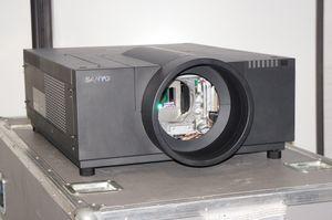 Sanyo PLC-XF70 – image 7
