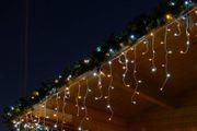 Dach mit Girlande und Lichterkette