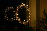 Kranz aus Kupferdraht zum Aufhängen mit LED beleuchtet