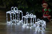 Geschenkboxen von Lichtschlauch beleuchtet für den Garten