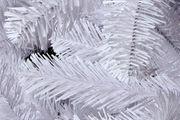 Christbaum-Nadeln aus weißen PVC-Streifen