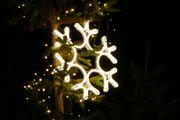 Große Schneeflocke mit LED warmweiß leuchtend