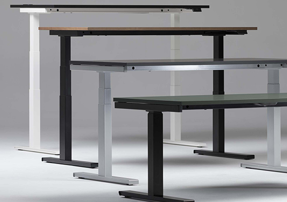 Verschiedene höhenverstellbare Tische