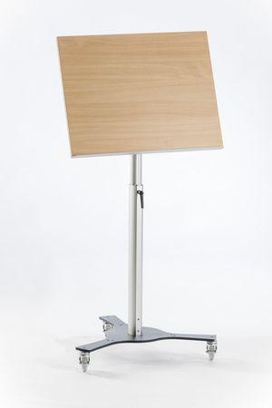 Stehpult TRIPOD fahrbar oder stationär mit neigbarer Arbeitsplatte – Bild 5