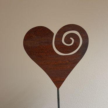 Edelrost-Herz mit Spirale als Gartenstecker  – Bild 2