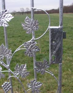 Gartentür Metall Schmiedeeisen Pforte Rundbogentür Bachus-RBGT Feuer Verzinkt – Bild 4