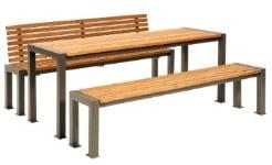 Sitzgruppe aus Holz