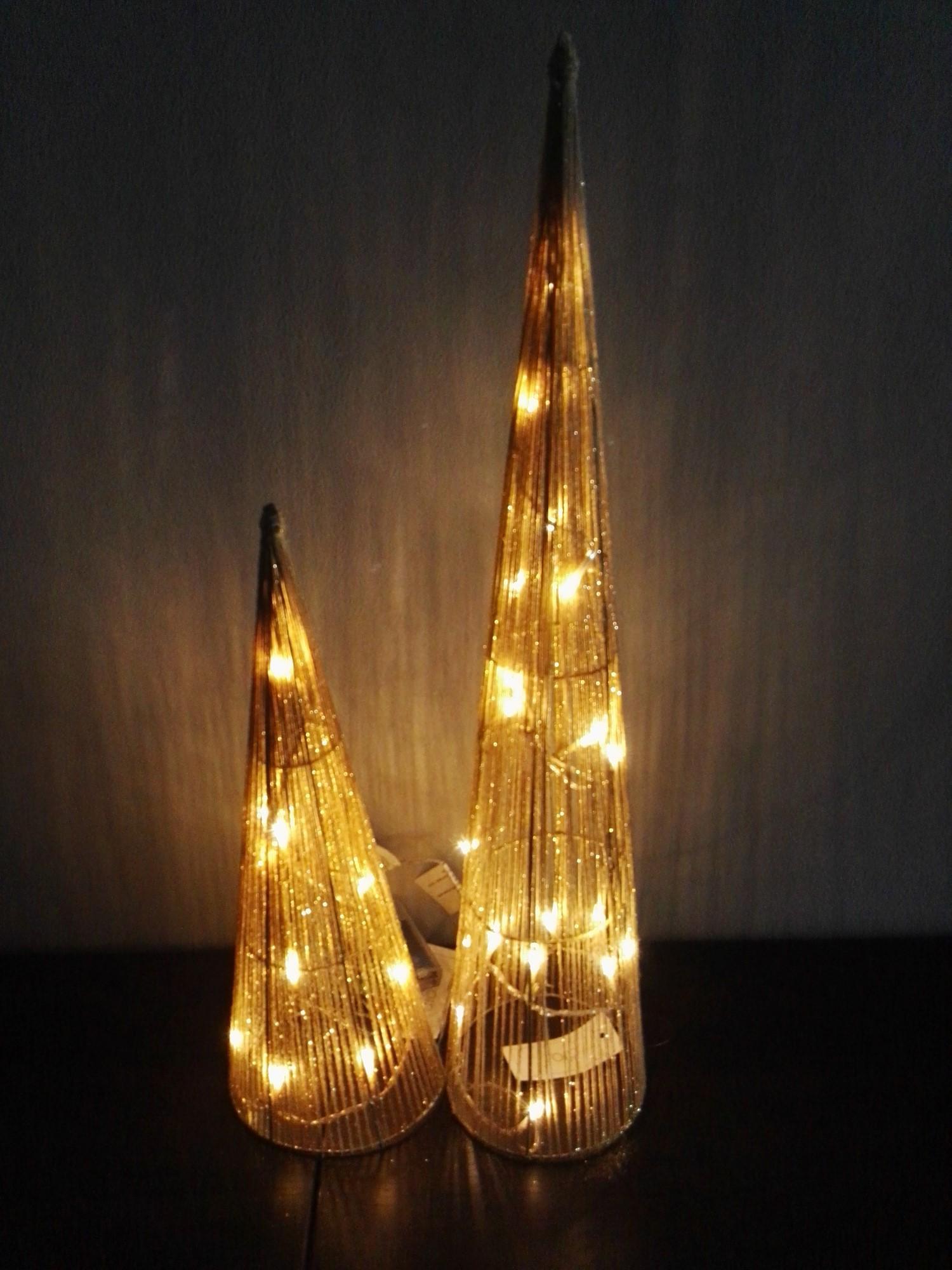 exklusive weihnachtsbeleuchtung kegel l mit 10 led warmwei 40cm deko leuchten weihnachten. Black Bedroom Furniture Sets. Home Design Ideas