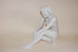 Die Sitzende C. Werner Figur weiss Hutschenreuther