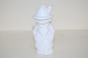 Junge im Mantel und Hut weiss 10 cm  Figur Goebel