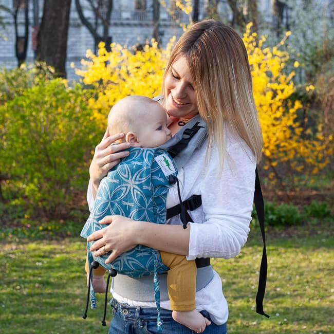 Mutter mit Kind im Buzzidil BuzziTai
