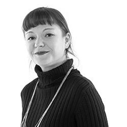 DELFIE Mitarbeiterin Anna, Marketing
