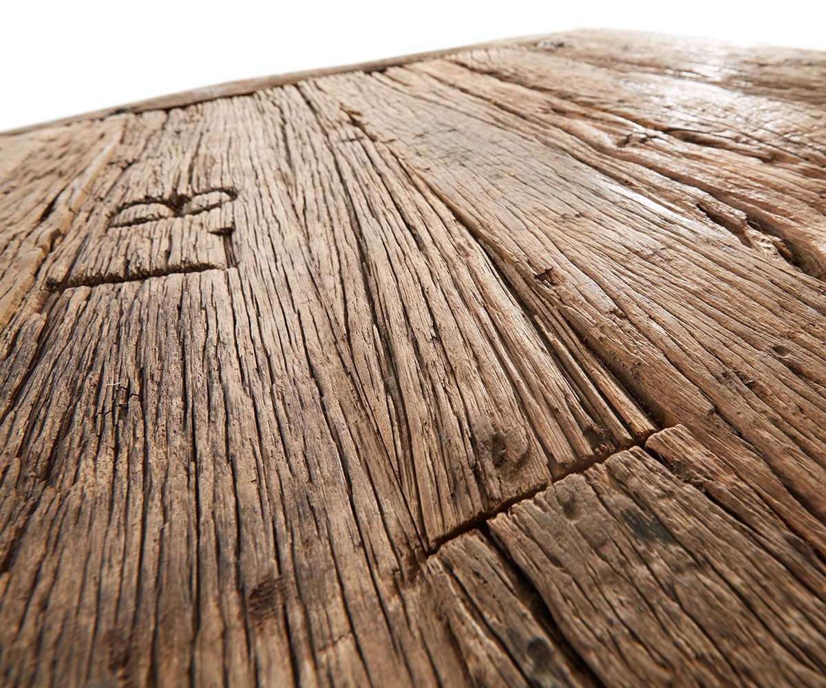 Esstisch Aus Altholz Besticht Mit Rustikaler Optik