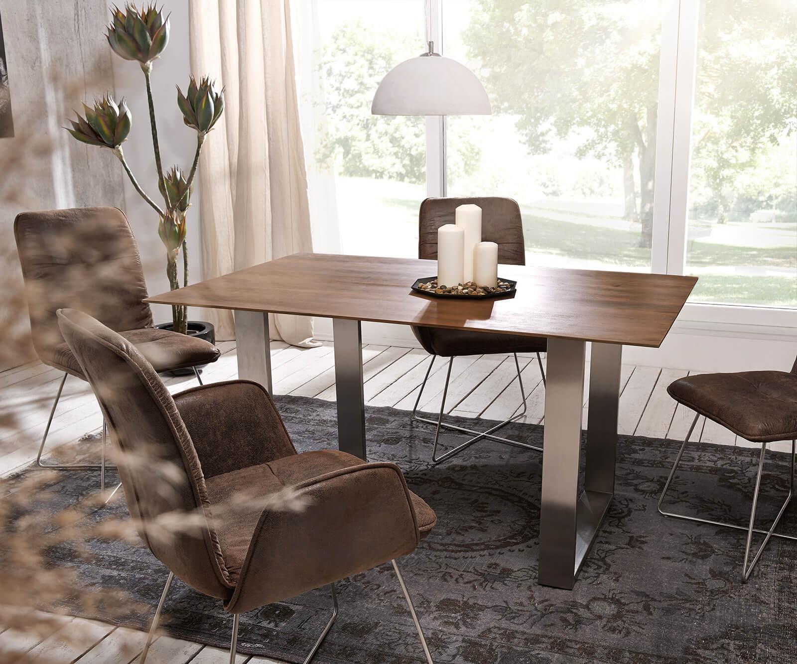 Esstische aus Akazienholz von rustikal über modern bis zeitlos für jeden Essbereich