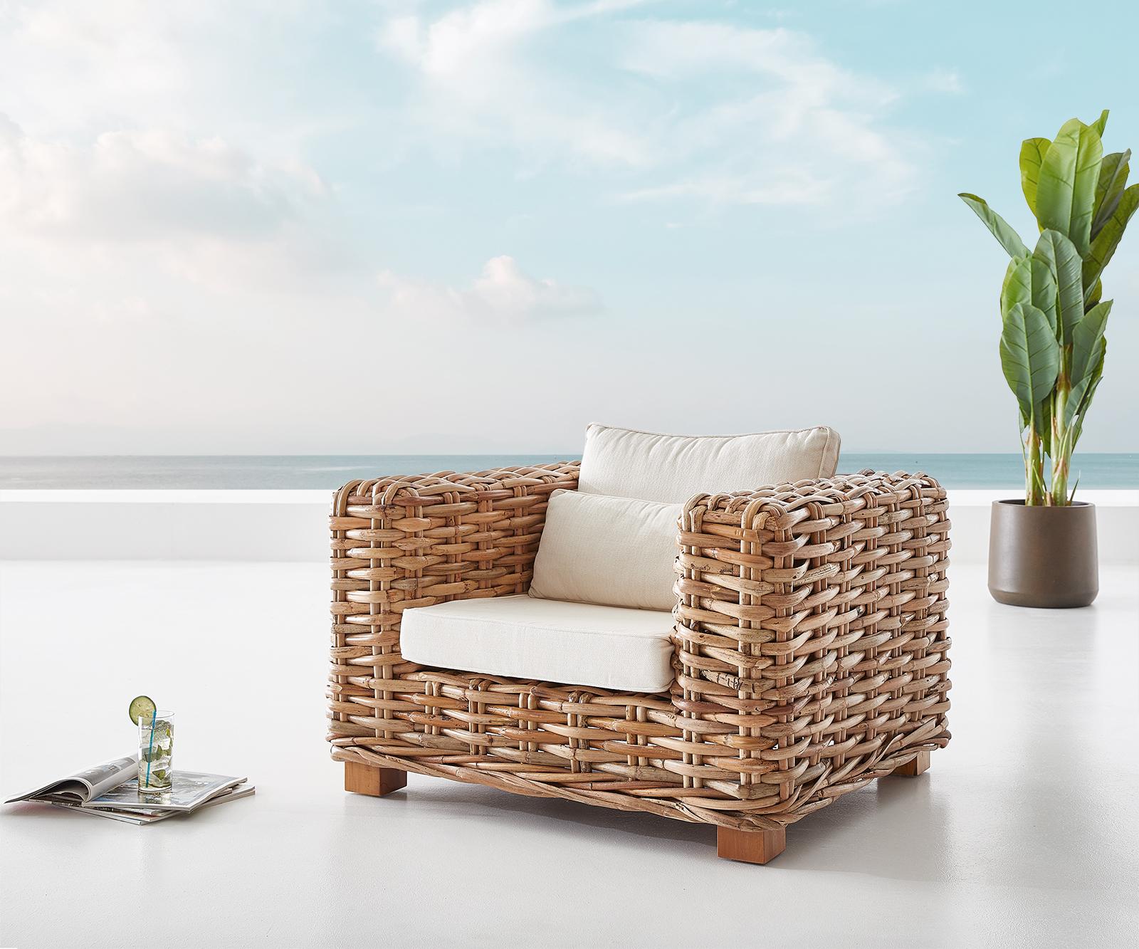 Loungesessel Nizza aus Rattan natur mit Kissen weiß