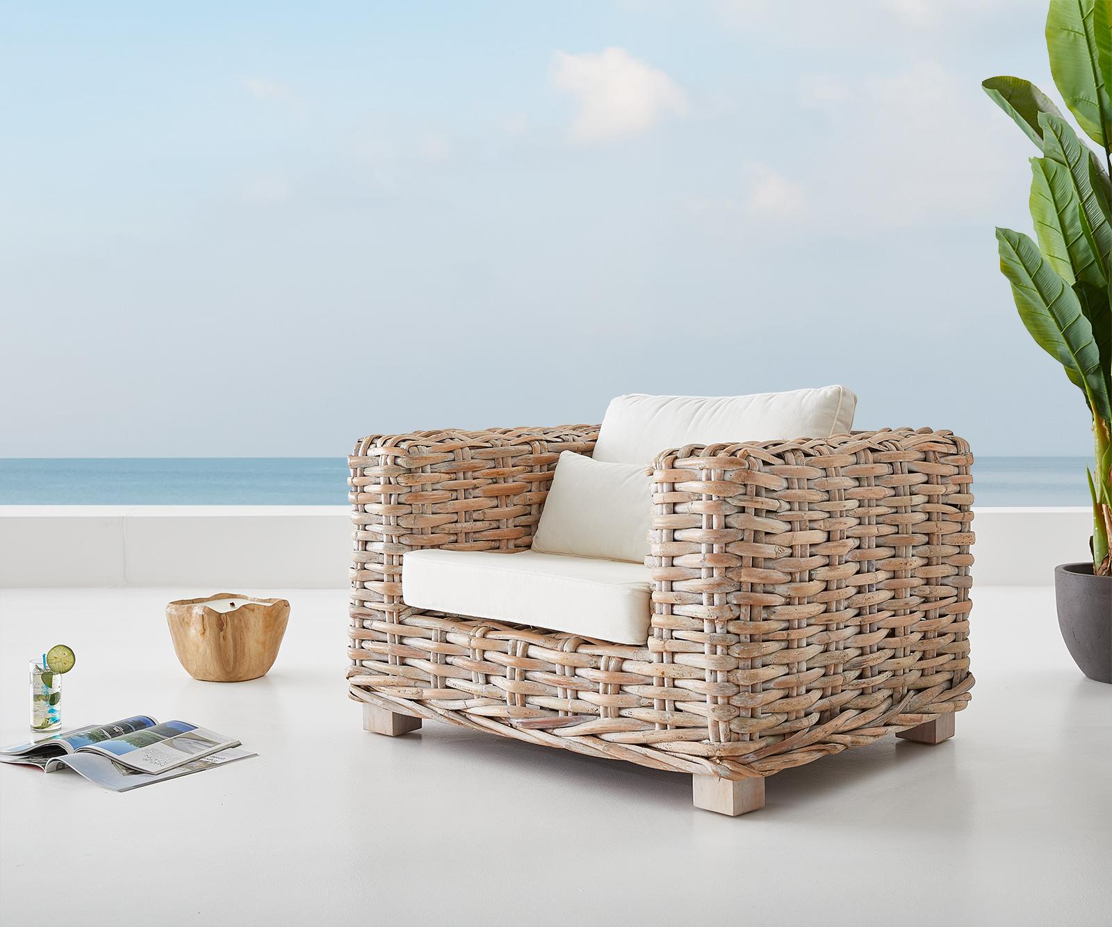 Loungesessel Nizza 103x95 aus Rattan white washed mit Kissen weiß