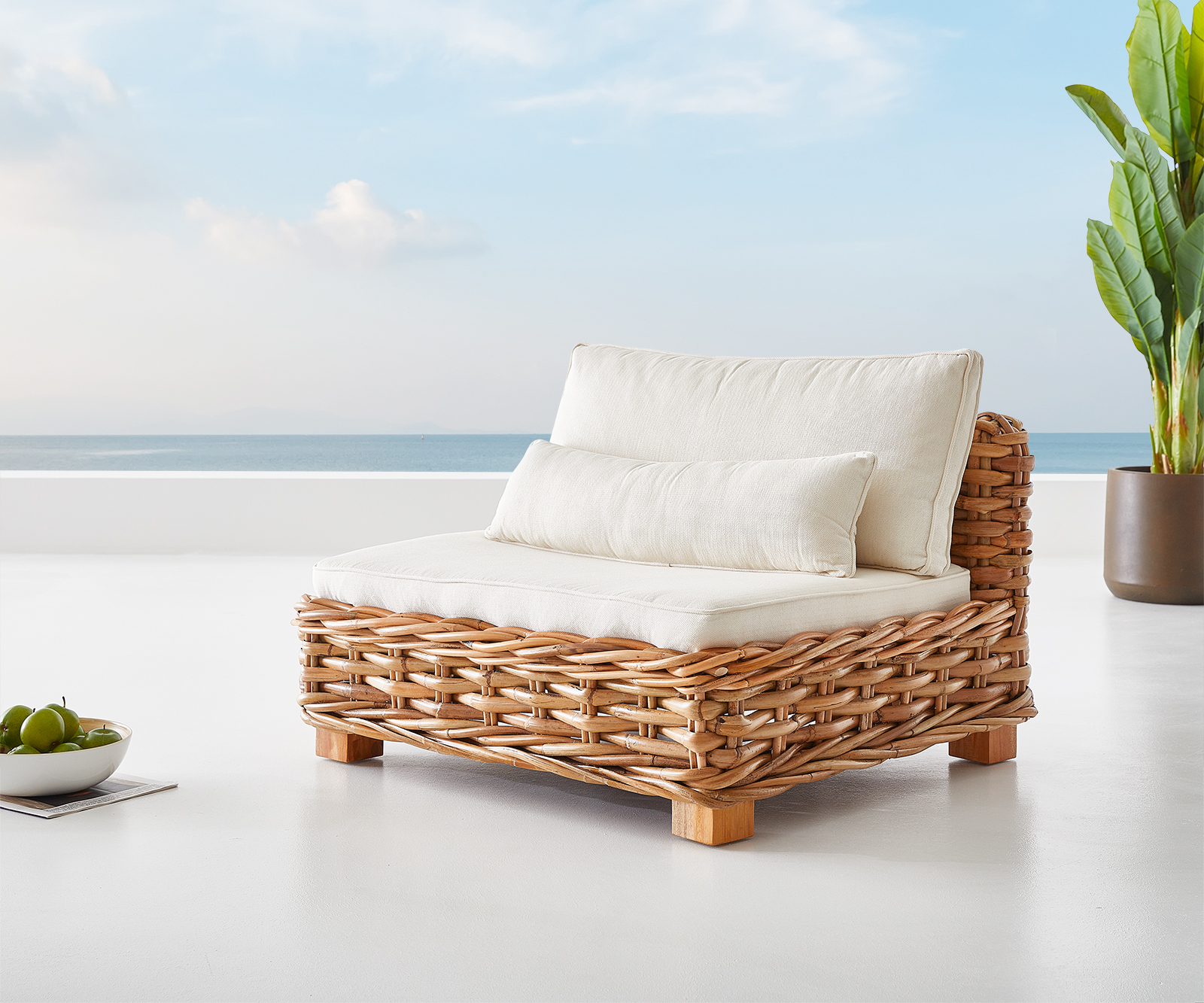 Outdoorsessel Nizza 105x95 cm Rattan natur Kissen weiß handgefertigt Loungesessel