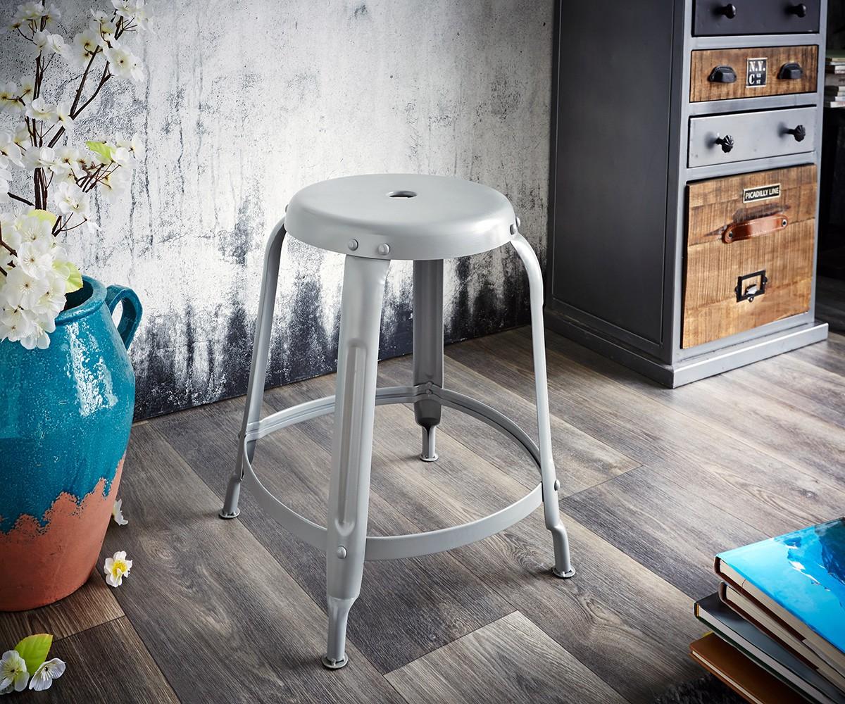 Sitzhocker Dakoi Grau Industrial Optik mit Fußablage