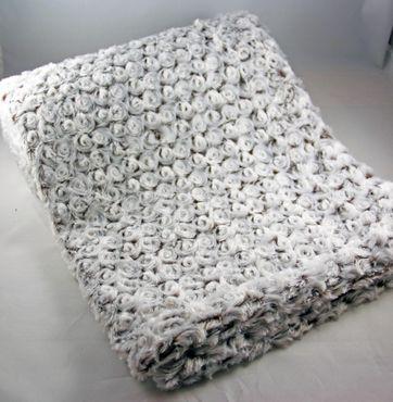Leichte Wohndecke Kuscheldecke Faux Fur Beige Braun Rosetten 130x180 cm
