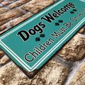 Blechschild - Dogs Welcome - Children Must Be On A Leash! - Vintage Wandschild – Bild 2