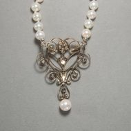 Sinnliche Anmut - Kostbares Collier des Jugendstil mit Perlen & Diamanten, um 1900. Photo © 2019 Hofer Antikschmuck Berlin