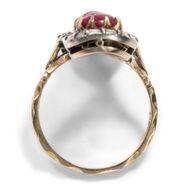Unendliche Liebe - Großer vintage Rubin- Diamant & Gold-Ring in historischer Form, 1970er Jahre. Photo © 2018 Hofer Antikschmuck Berlin