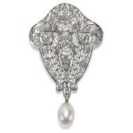 Edwardian um 1910: Antike Brosche aus Platin mit Diamanten & Naturperle