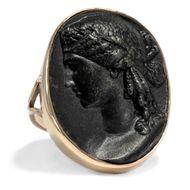 Ring mit Gemme der Juno Ludovisi aus Berliner Eisen an 375er 14ct Gold, um 1815
