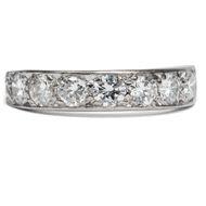 Erinnere mich! - Weiß leuchtender Halbmemory-Ring mit 1,72 ct Brillanten, 1960er Jahre. Photo © 2019 Hofer Antikschmuck Berlin